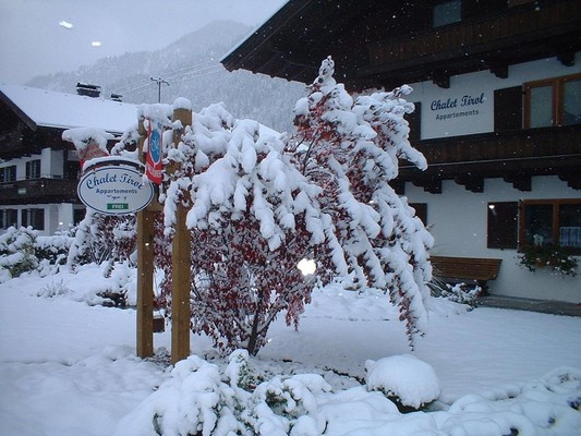 Tirol Chalet im Winter