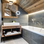 Photo of Hotel suite, shower and bath tub, 2 bed rooms | © Vaya